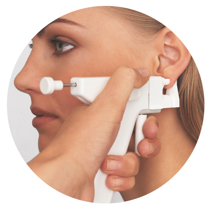 Medyczne przekłuwanie uszu jest zabiegiem medycznym, dlatego też bardzo istotne jest, aby upewnić się, że zostanie on wykonany z zachowaniem reguł bezpieczeństwa i higieny.